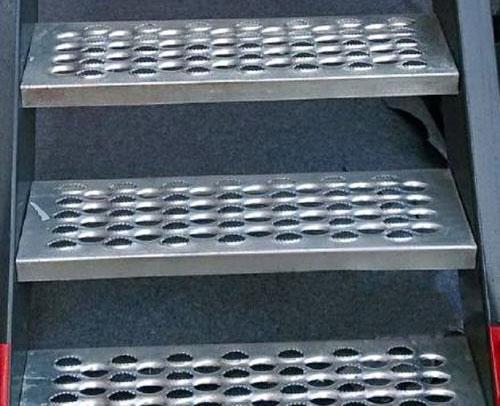 鳄鱼嘴孔型防滑梯子板 第1张